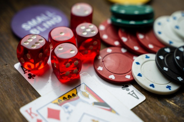 Top 4 Reasons to Play at Online Casinos Instead of Going to Vegas